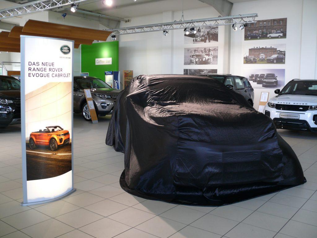 range rover evoque cabrio die erste auslieferung. Black Bedroom Furniture Sets. Home Design Ideas